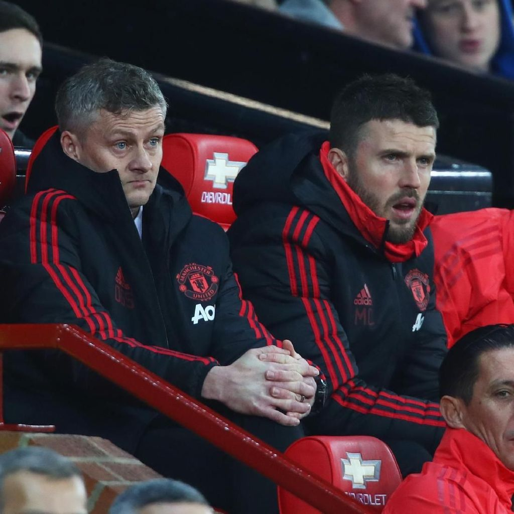 Tentang Posisi Solskjaer di Bench MU yang Beda dari Mourinho