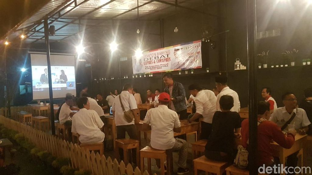 TKN Jokowi-Maruf di Banten Nobar Debat di Kafe Bareng Milenials