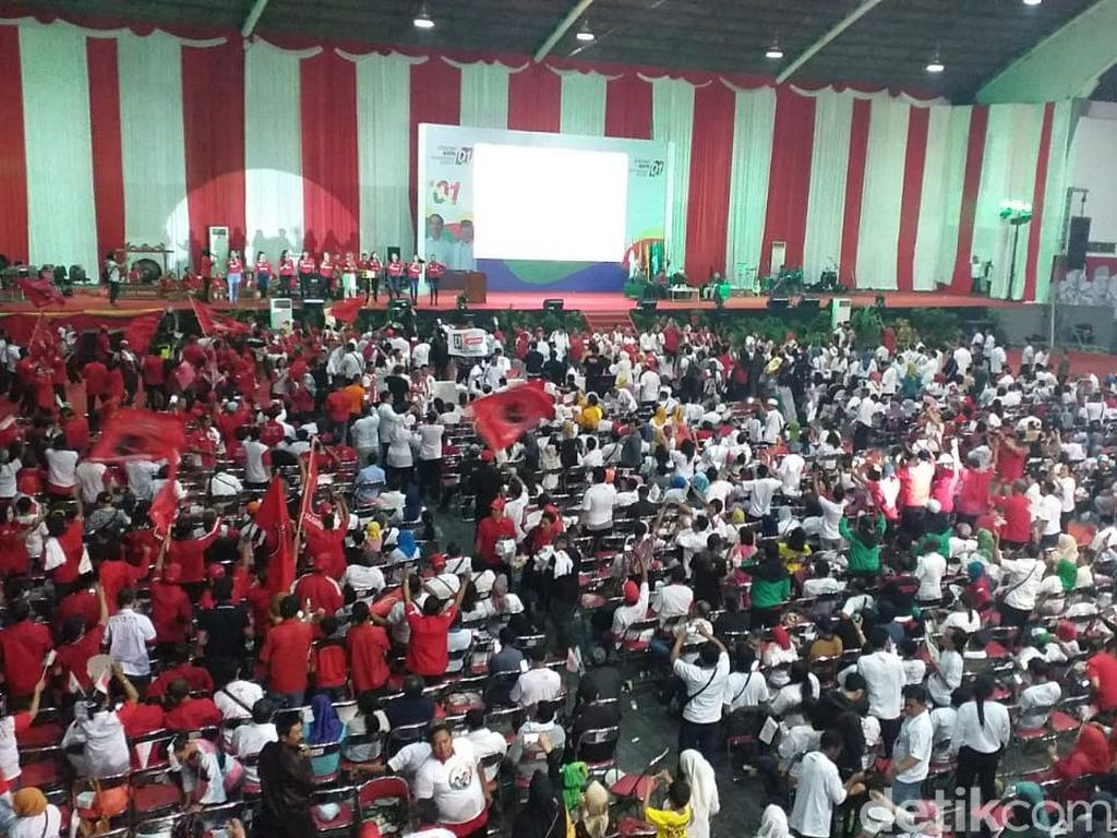 Pendukung Jokowi dan TKD Jatim Padati Nobar Debat Capres