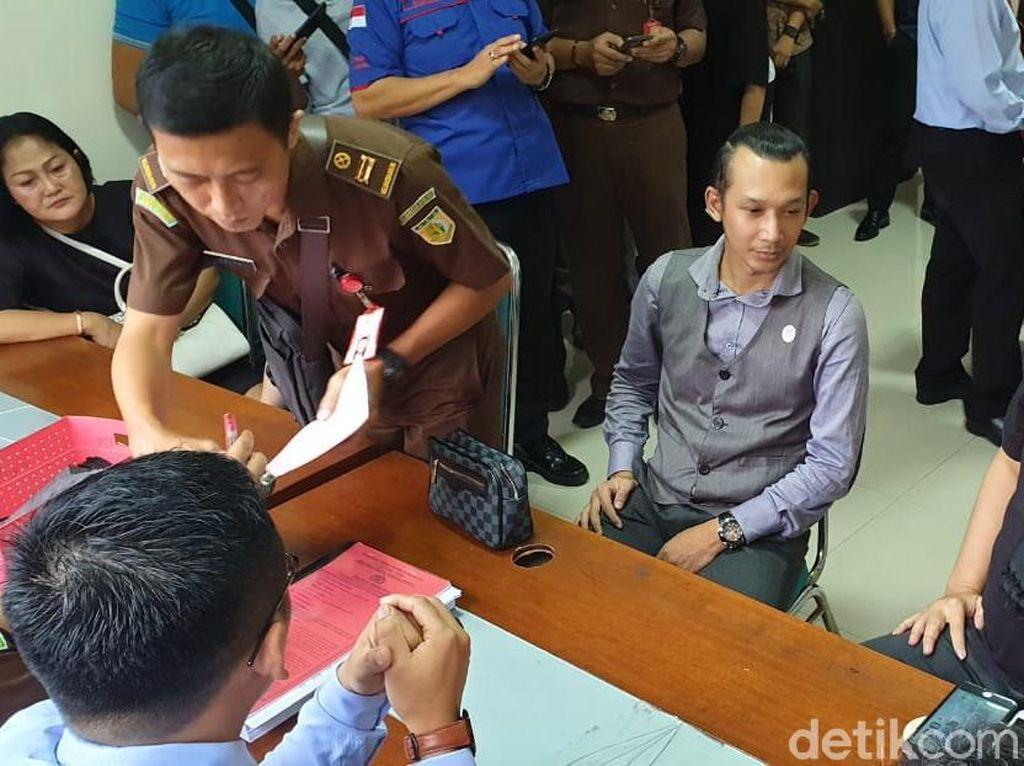 Hanya 45 Menit di Kejari Surabaya, Dhani: Wis Rek, Aku Luwe