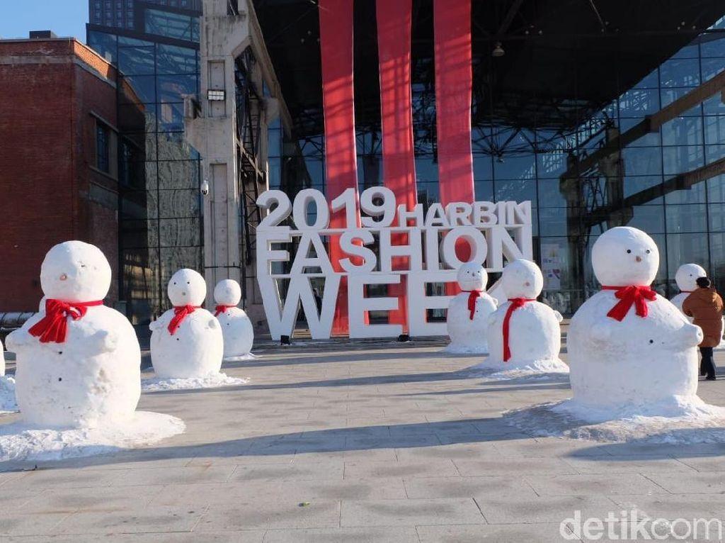 Foto: Harbin Fashion Week, Keindahan Fashion Show di Kota Es