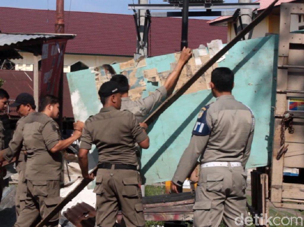Satpol PP Bongkar Kios PKL di Area Publik di Banda Aceh
