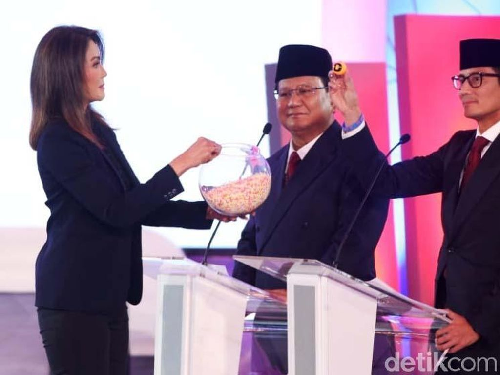 Momen Prabowo Dilarang Ira Koesno