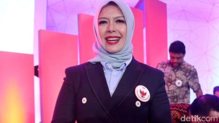 Adu Gaya Para Istri Capres dan Cawapres di Debat Perdana Pilpres 2019