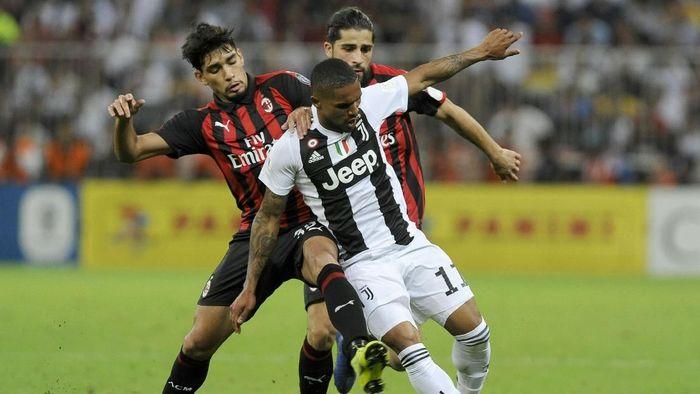 Winger Juventus Douglas Costa tetap menaruh respek pada AC Milan meski sedang terpuruk. ( Foto: Marco Rosi/Getty Images for Lega Serie A)