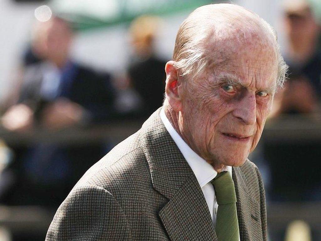 Suami Ratu Elizabeth Alami Kecelakaan Lalu Lintas, Mobilnya Terguling