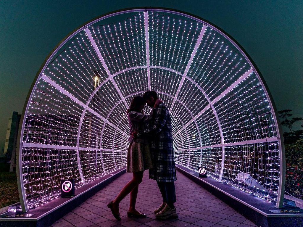 Terlarut Nuansa Romantis di Festival Cahaya Hongkong