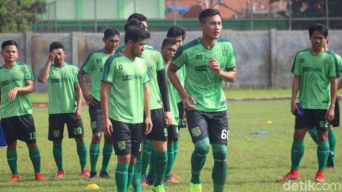 Hansamu Yama berlatih bersama Persebaya Surabaya. (Foto: Suparno/detikSport)