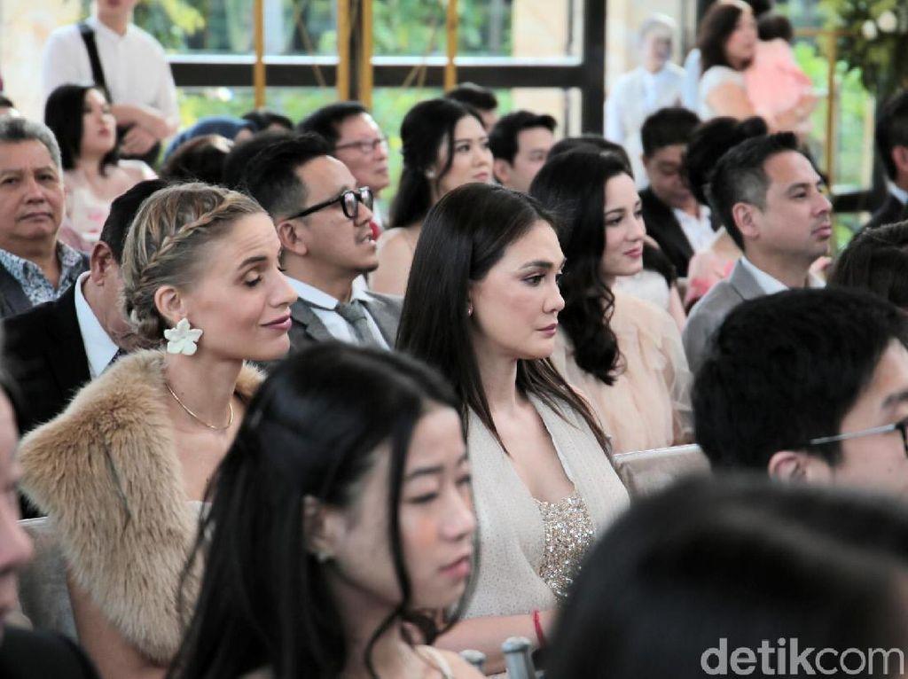 Luna Maya Melow Lihat Pernikahan Edric Tjandra, Baper Ingat Reino?