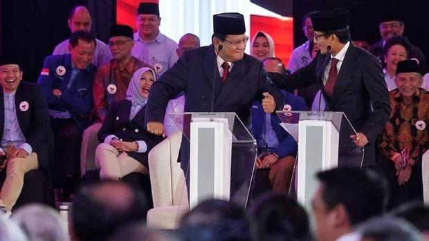 Momen capres Prabowo Subianto berjoget saat debat Pilpres 2019 berlangsung.