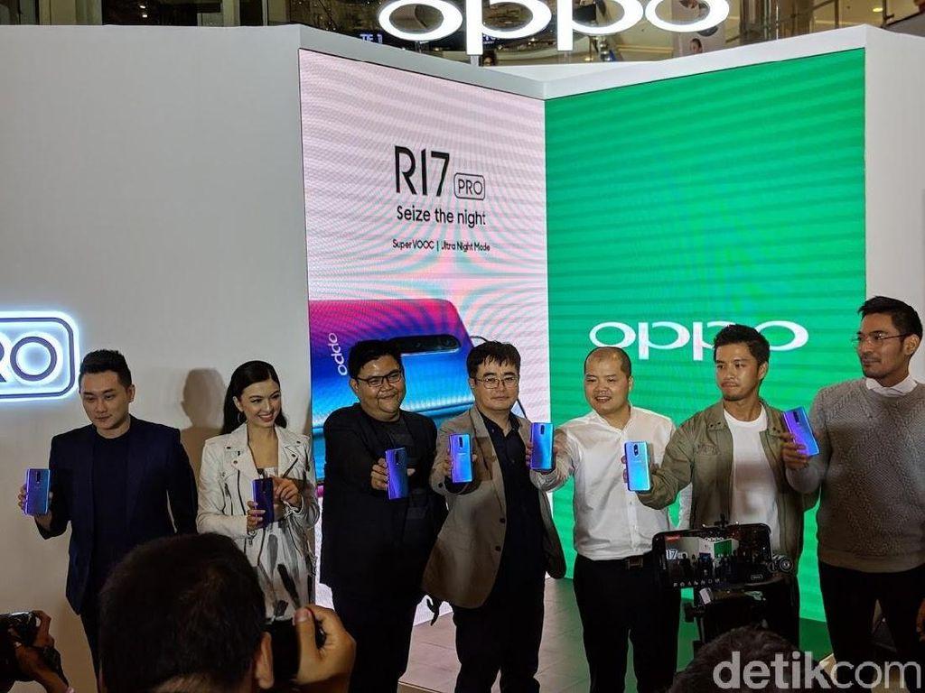 Raline Shah, Morgan Oey dan Robby Purba Unboxing Oppo R17 Pro