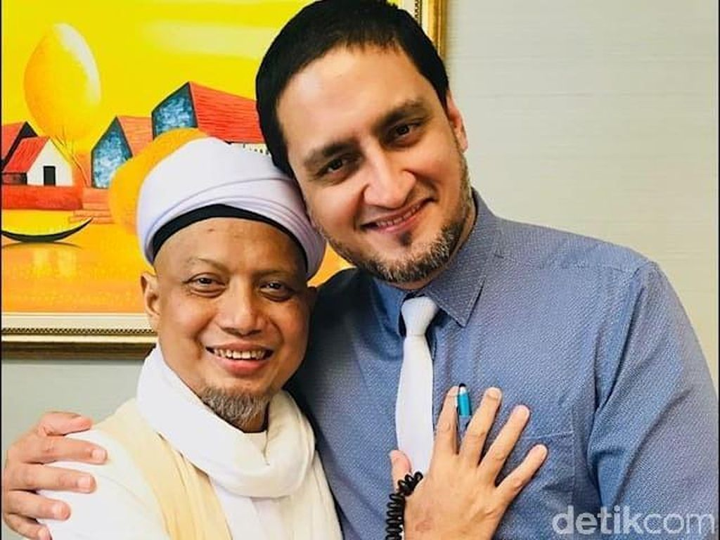 Potret Arifin Ilham Bersama Dokter Amir yang Merawatnya di Malaysia