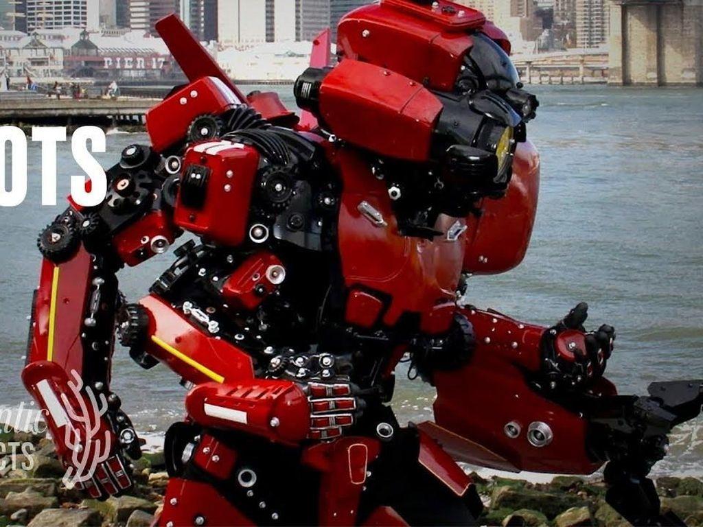 Seperti Transformers, Seniman New York Buat Kostum Cyborg dari Bahan Daur Ulang