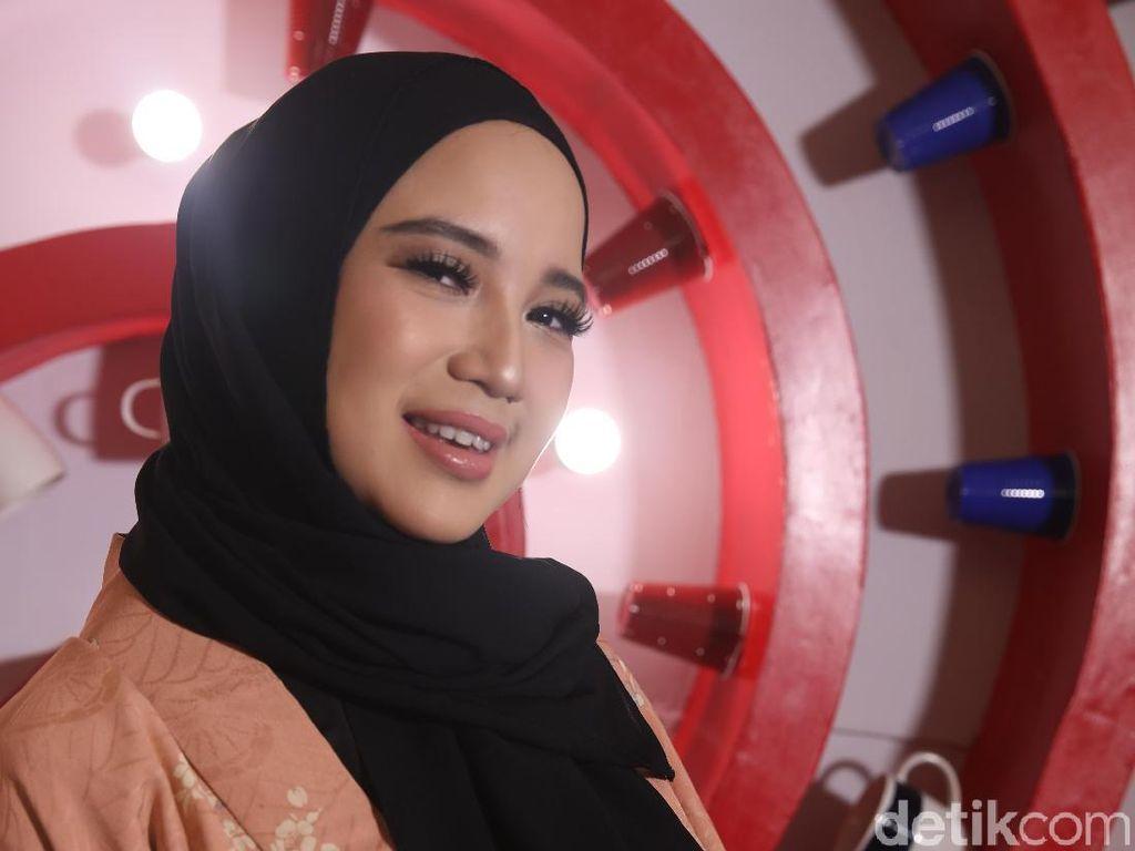 Suami Jadi Bupati, Chacha Frederica Tetap Aktif di Dunia Entertainment