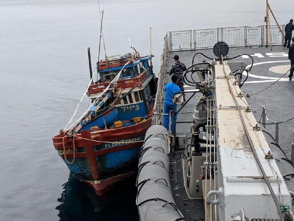 KRI Usman Harun Tangkap Kapal Ikan Asing Vietnam di Laut Natuna