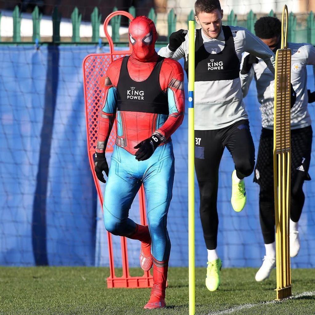 Wow! Spider-Man Beraksi di Tempat Latihan Leicester City!