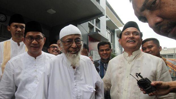 Jokowi Bebaskan Ba'asyir, Aksi Simpatik Atau Politik?