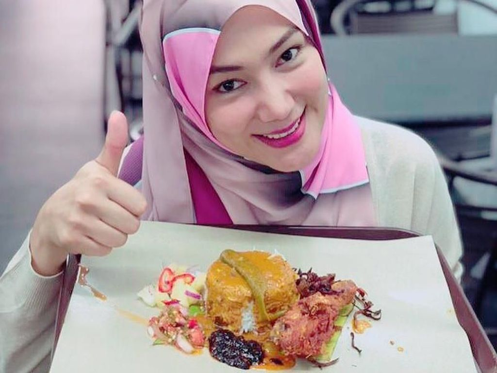 Eksis di Instagram, Ini Momen Kulineran Seru ala Erra Fazira