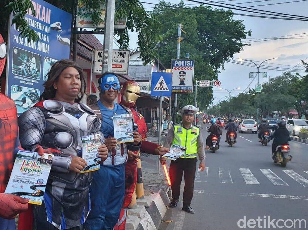 Tokoh Avengers Turun ke Jalanan Kota Gresik, Ada Apa?