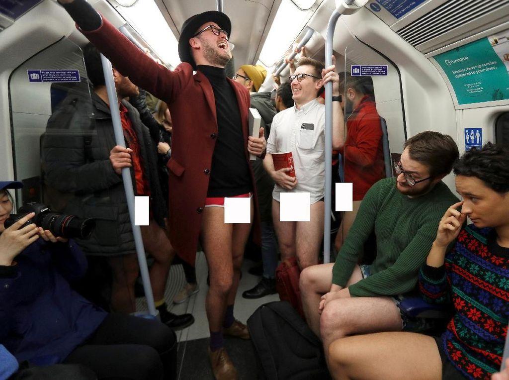 Ramai-Ramai Copot Celana untuk Usir Stres di Bulan Januari