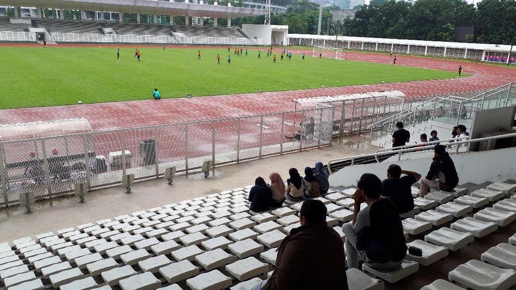 Di Bawah Rintik Hujan, Timnas U-22 Gelar Game Internal