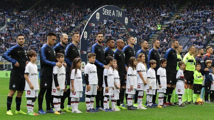 Inter Milan jadi satu-satunya klub Italia di 10 besar. Giuseppe Meazza didatangi rata-rata 57.529 penonton. Foto: Emilio Andreoli/Getty Images