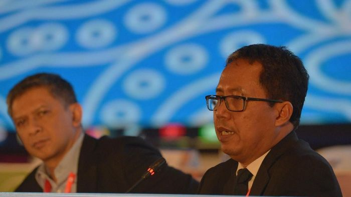 Plt Ketua Umum PSSI Djoko Driyono (kanan) bersama Wakil Ketua Umum PSSI Iwan Budianto (kiri)  (Nyoman Budhiana/Antara)