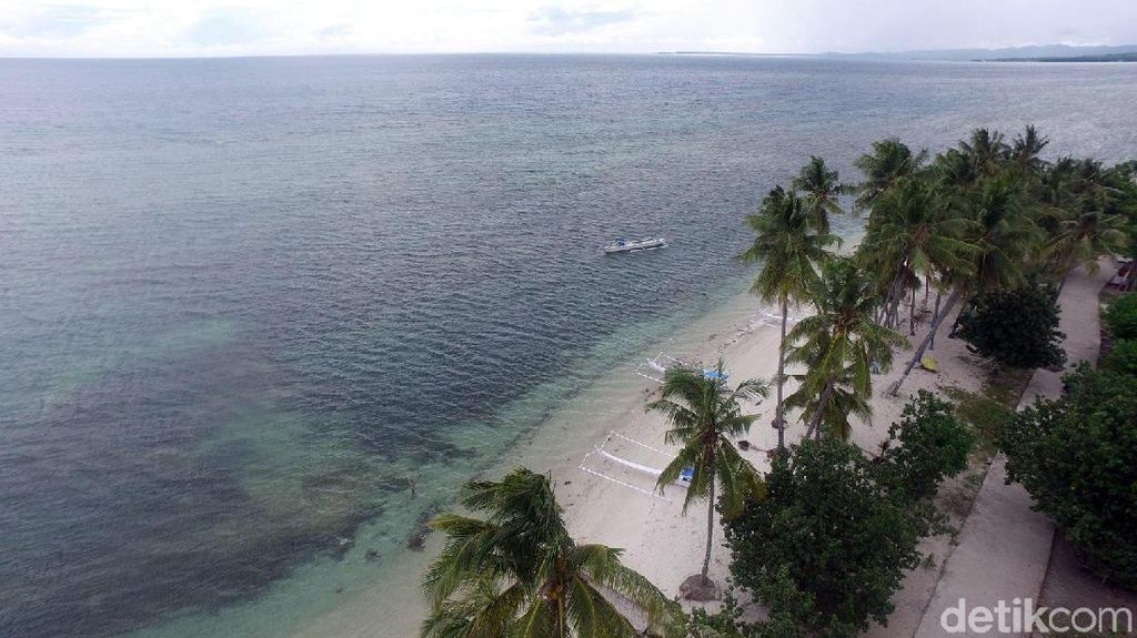 Foto Eksotisnya Pantai Palippis