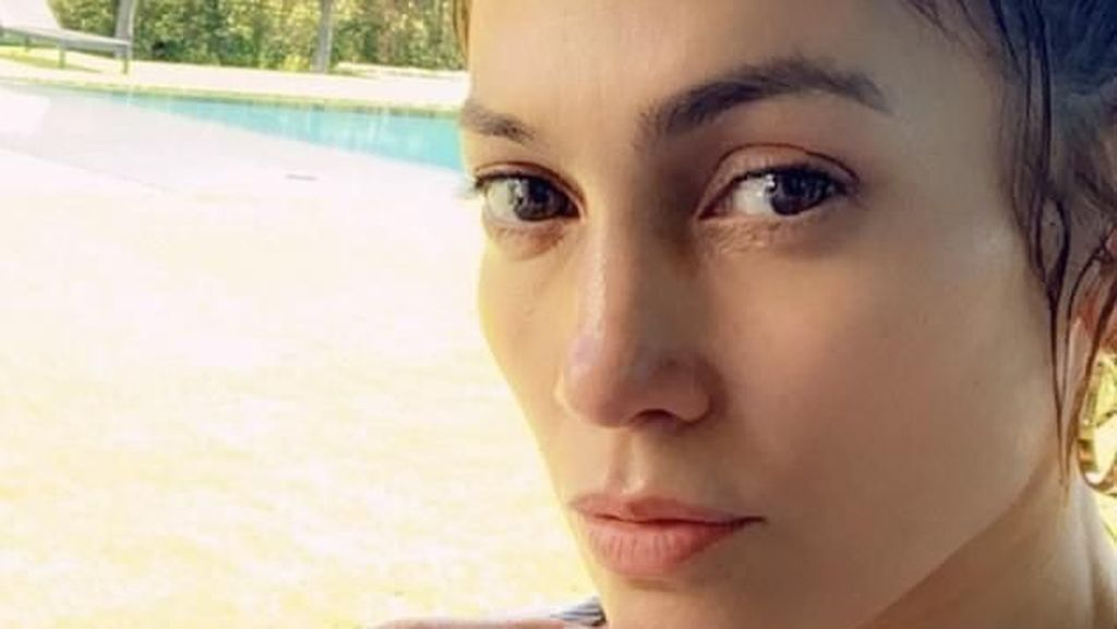 Foto: 10 Momen Jennifer Lopez Pamer Wajah Cantik Asli Bebas Botox