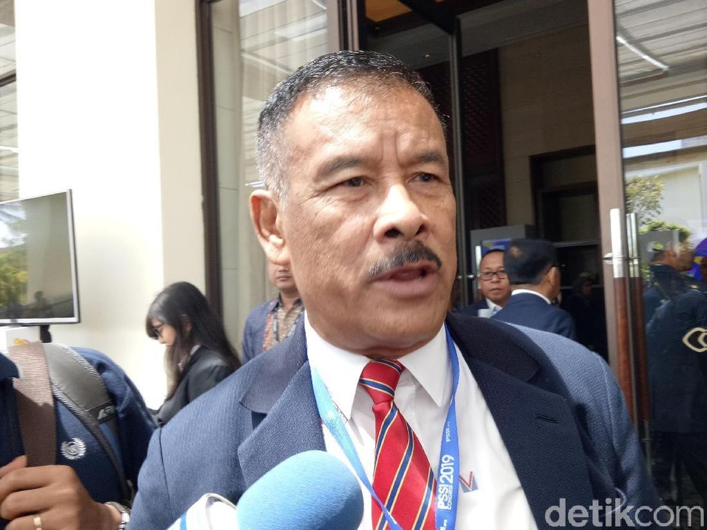 Umuh Usul KLB PSSI di Bandung