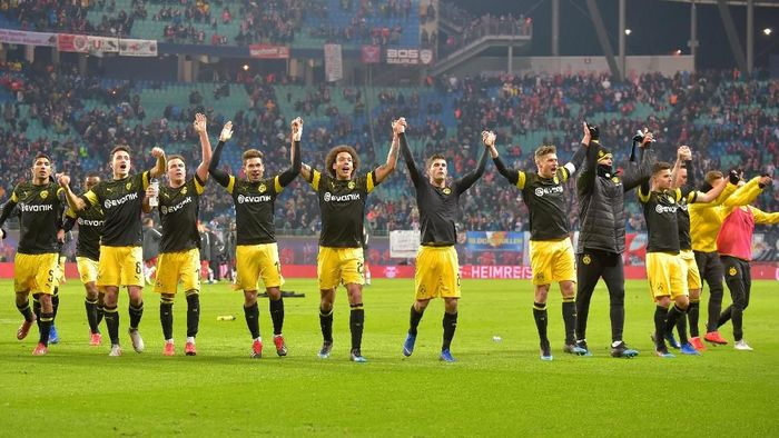 Borussia Dortmund merayakan kemenangan di kandang RB Leipzig. (Foto: Matthias Rietschel/Reuters)