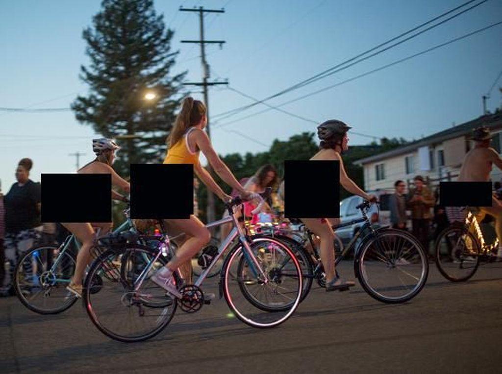 World Naked Bike Ride Batal karena Corona, tapi Gowes Telanjang Tetap Jalan