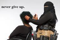 Jarang Ditemukan, Wanita Bercadar Jadi Ahli Potong Rambut Terkenal
