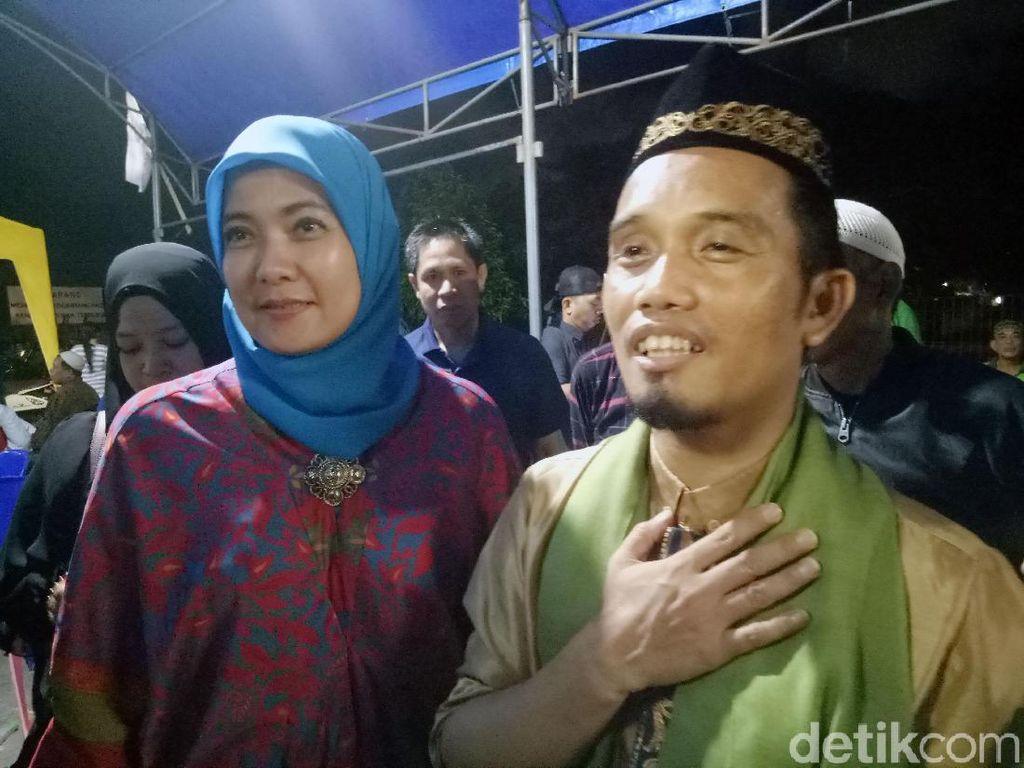 Ustaz Maulana Jalani Ramadhan Jarak Jauh Bareng Keempat Anak
