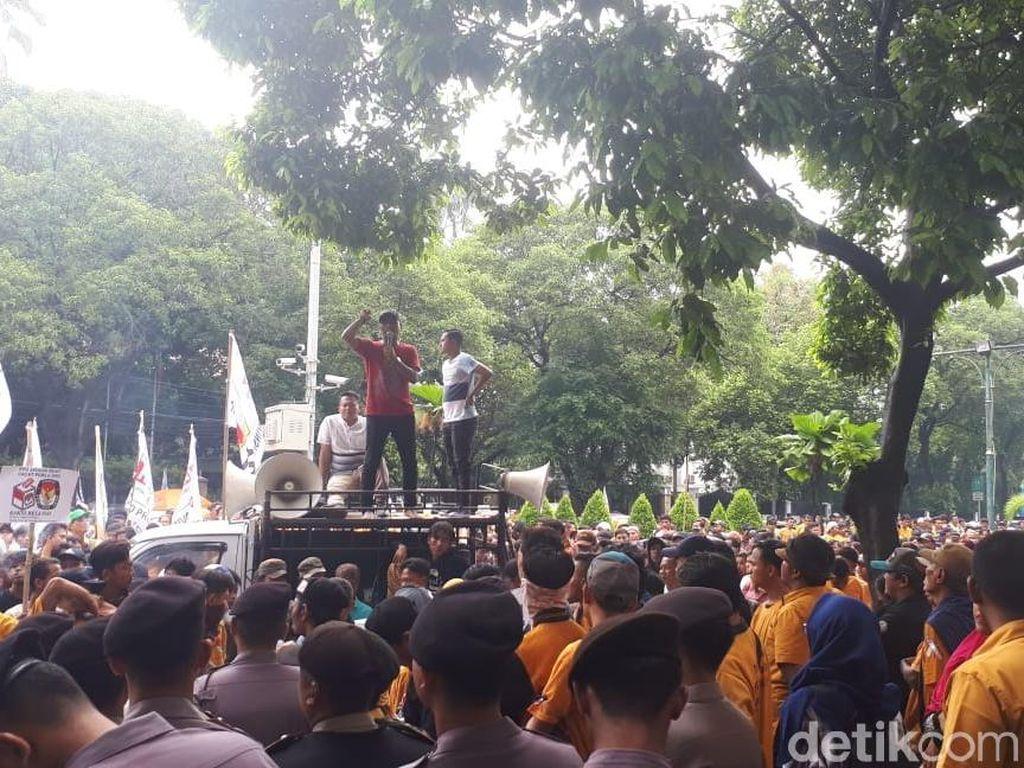 Demo di KPU, Massa Hanura Minta OSO Masuk Caleg DPD