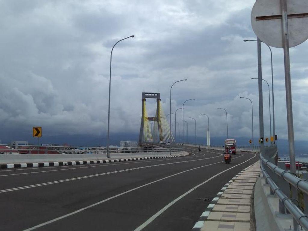 Menatap Indahnya Manado dari Jembatan Soekarno