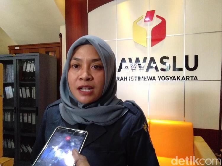 Bawaslu DIY Cek 7 Spanduk Hantu Dugaan Kampanye untuk Jokowi