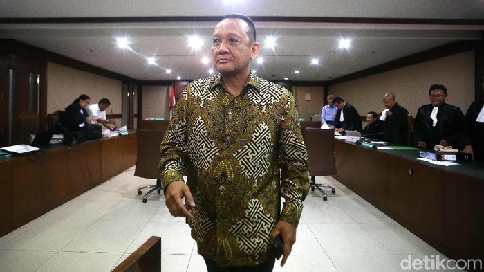 Mantan Sekretaris Mahkamah Agung (MA) Nurhadi bersaksi untuk Eddy Sindoro di Pengadilan Tipikor, Jakarta Pusat, Senin (21/1). Saat bersaksi ia terlihat santai.