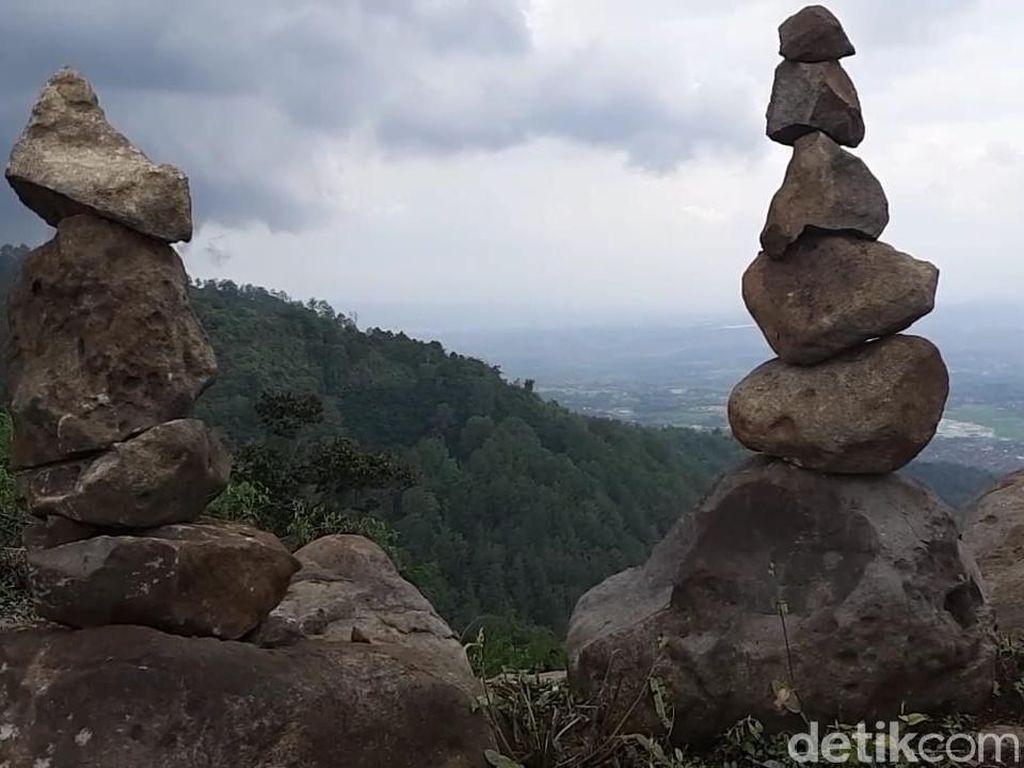 Geger Penemuan Batu Bersusun di Garut, Diduga Situs Sejarah
