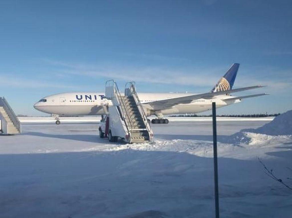 16 Jam Terdampar di Suhu Beku, Penumpang United Airlines Frustrasi
