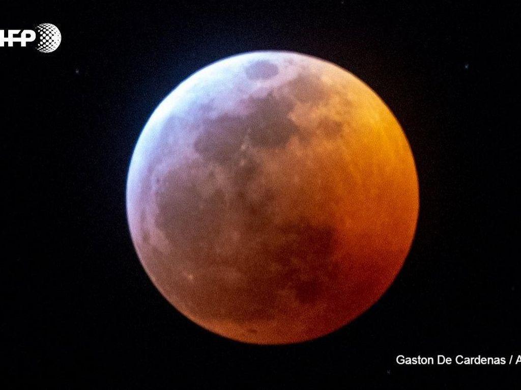 Cantiknya Gerhana Bulan Serigala di Yerusalem
