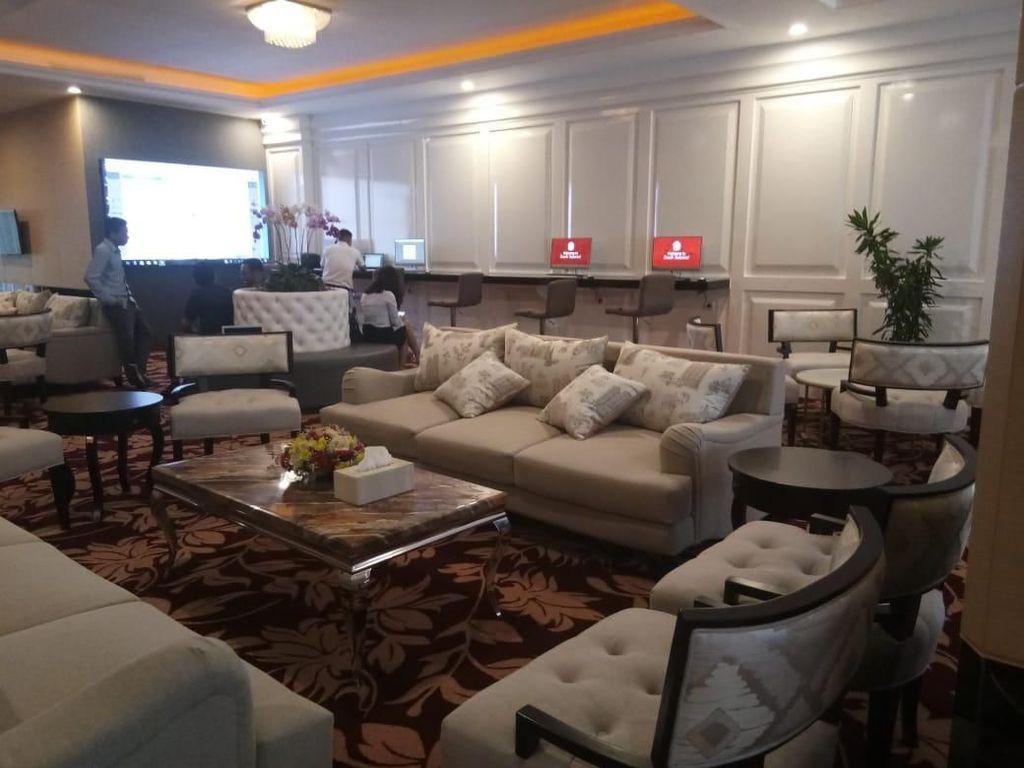 Gubernur Sulsel Buat Lounge Mewah di Kantornya
