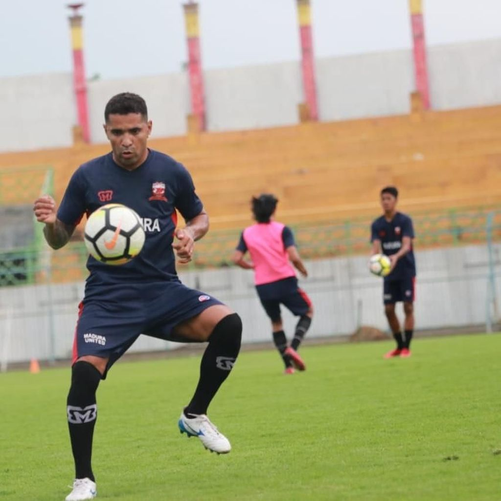 Alberto Goncalves Berlabuh di Madura United