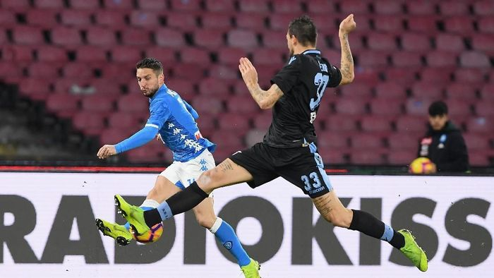 Napoli atasi Lazio 2-1. (Foto: Francesco Pecoraro/Getty Images)