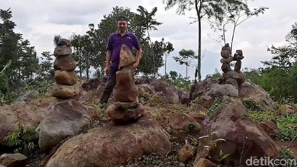 Penampakan Batu Bersusun yang Bikin Geger di Garut