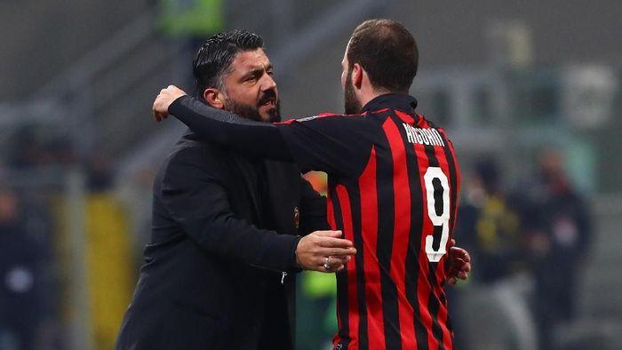 Gonzalo Higuain dikabarkan meminta untuk dicoret dari skuat Milan melawan Genoa. Foto: Marco Luzzani/Getty Images