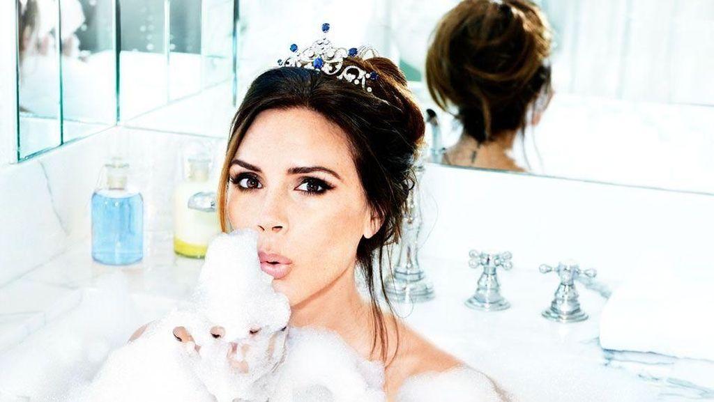 Gaya 8 Artis Pose Berendam di Dalam Bathtub, Glamor Hingga Super Seksi