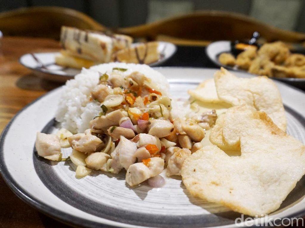 Chief Coffee: Santai Sore Ditemani Nasi Ayam Sambal Matah dan Kaya Toast