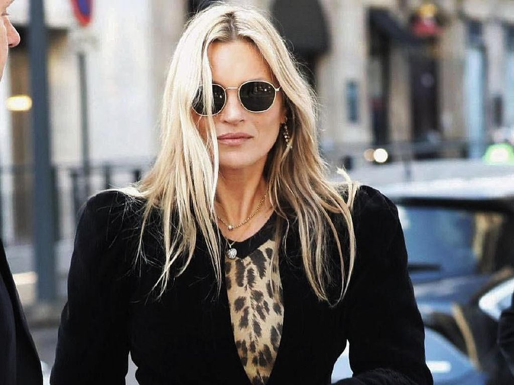 Usia 45, Kate Moss Pose Topless di Cover Vogue Inggris