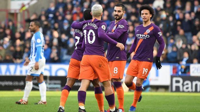 Pep Guardiola tak ingin ada kesenjangan gaji di Manchester City (Michael Regan/Getty Images)